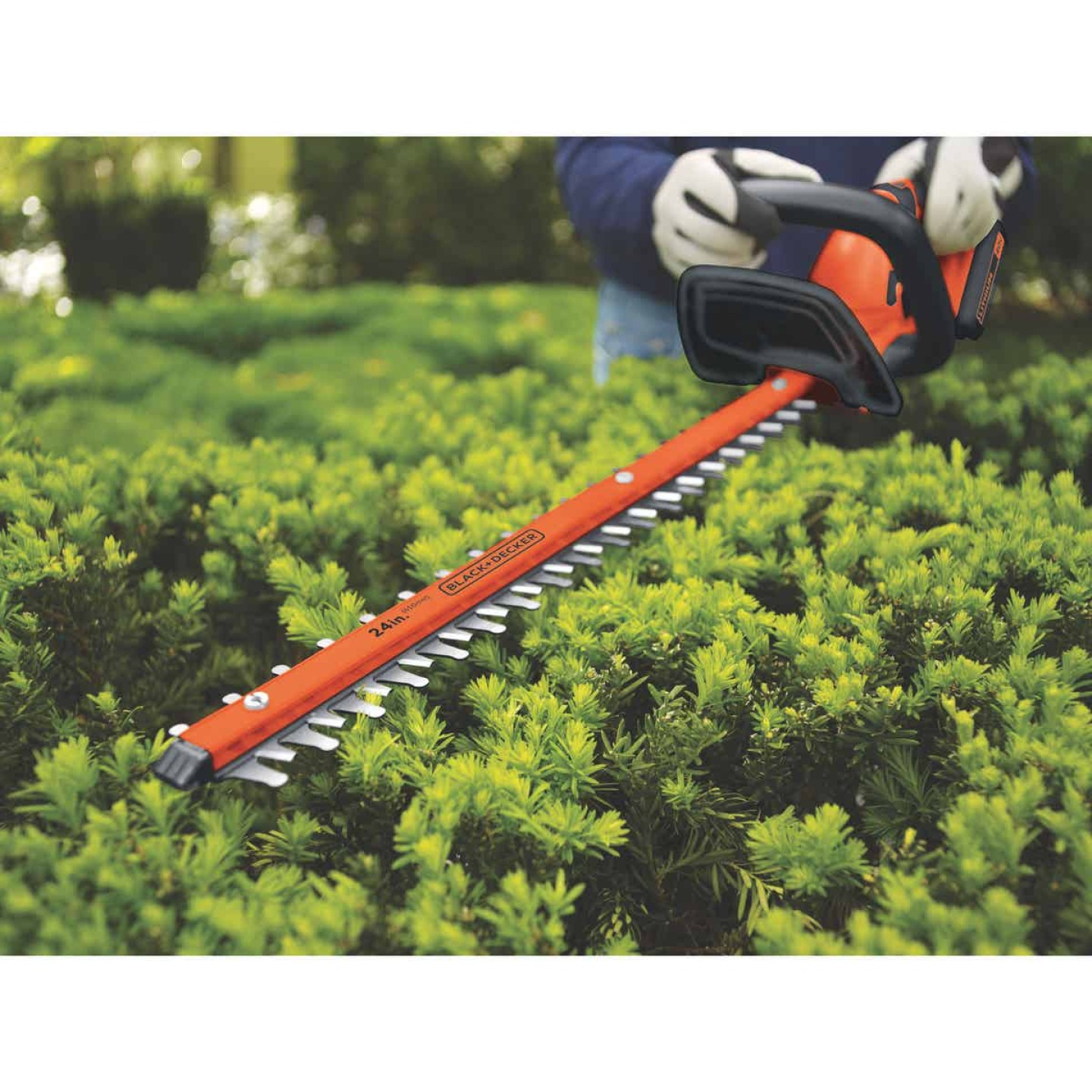 Black & Decker 24 In. 40V Lithium Ion Cordless Hedge Trimmer Image 4