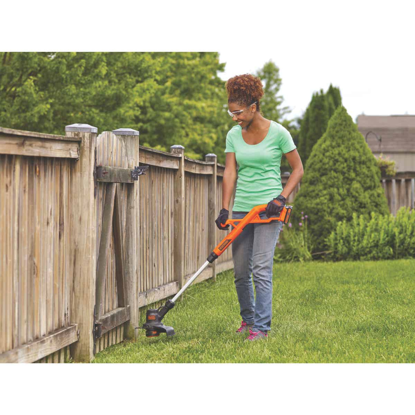 Black & Decker 20V MAX 10 In. Lithium Ion Straight Cordless String Trimmer/Edger Image 2